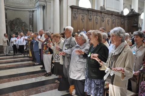 Dossier : les aînés dans l'Eglise